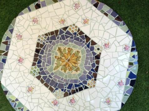 פסיפס קרמיקה-שולחן של עליזה